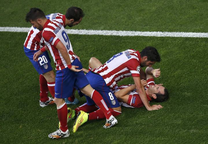 Atletico Madrid's Godin celebrates with team mates after scoring a goal against Real Madrid during their Champions League final soccer match at the Luz Stadium in Lisbon